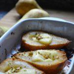 Pere al forno con Brie e pistacchi